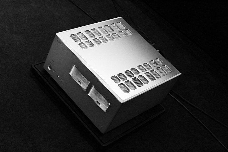 Luxman M900u Angle